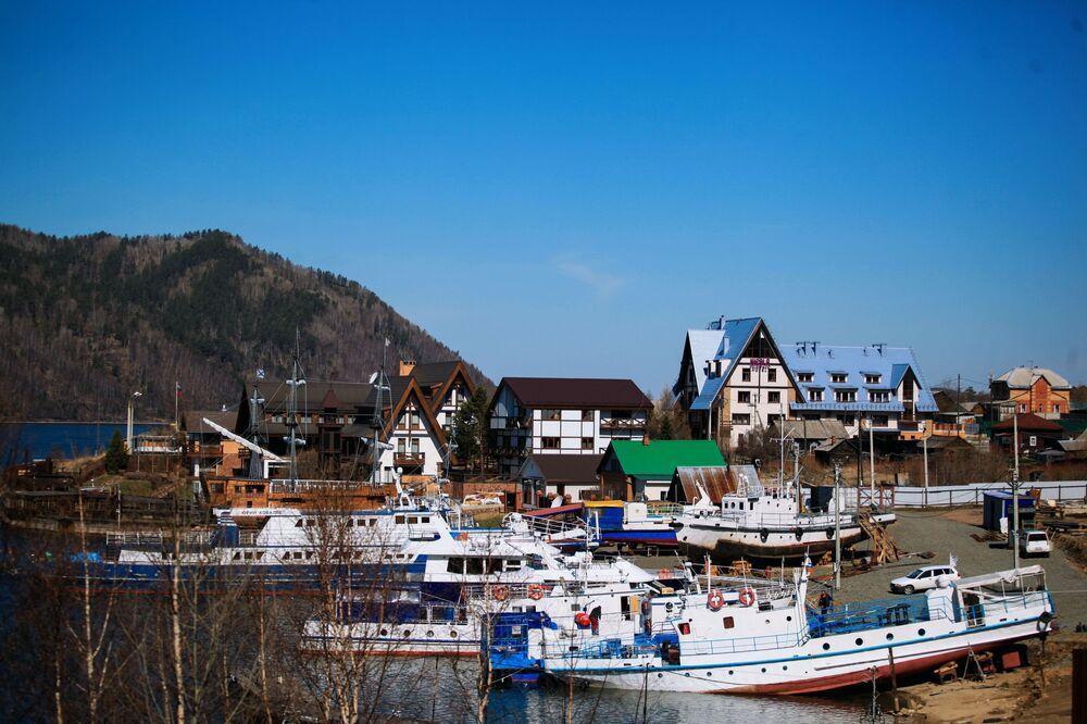 Obec Nikola u jezera Bajkal.