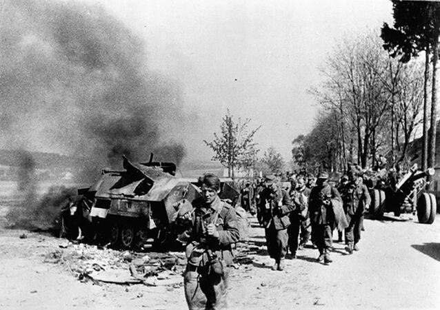 Ústup německých vojáků během Pražského povstání 5. května 1945