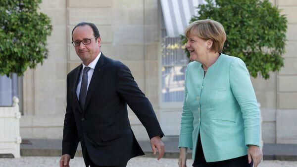 François Hollande a Angela Merkelová - Sputnik Česká republika