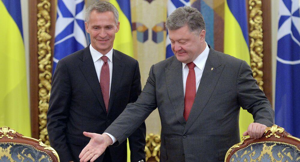 Ukrajinský prezident Petro Porošenko a generální tajemník NATO Jens Stoltenberg