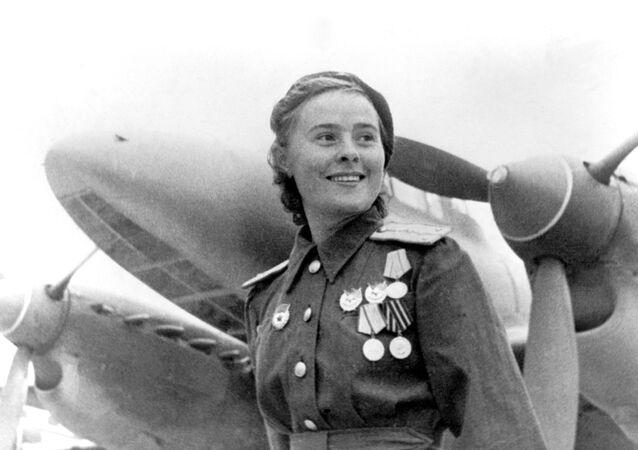 Hrdinka Sovětského svazu, zástupkyně velitelky letky 125. gardového ženského pluku Marija Dolinová