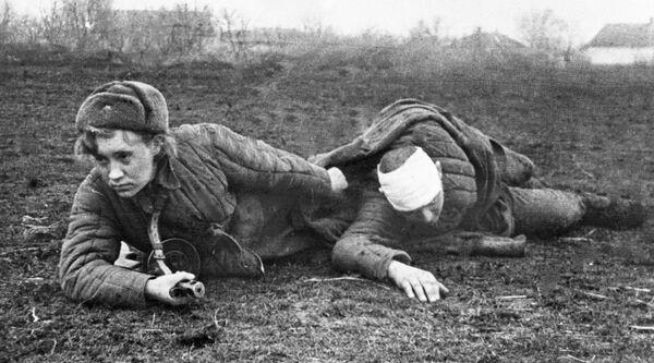Evakuace zraněného z bitevního pole - Sputnik Česká republika
