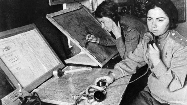 Operátorka a velitelka 586. stíhacího leteckého pluku ve štábu navádění během Velké vlastenecké války - Sputnik Česká republika