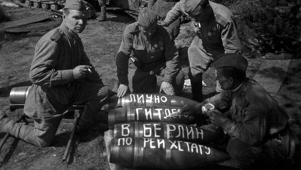 Sovětští dělostřelci se připravují na útok na Berlín, 1945. Ilustrační foto - Sputnik Česká republika