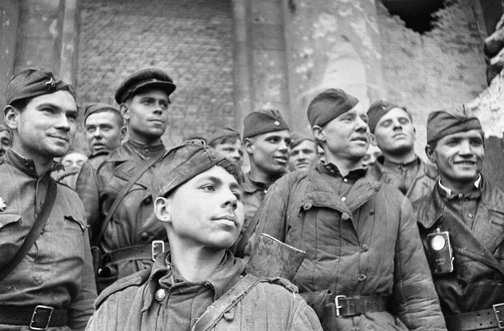 Vojáci, kteří útočili na Říšský sněm, květen 1945