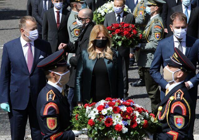 Zuzana Čaputová na největším československém vojenském hřbitově Háj Nicovô