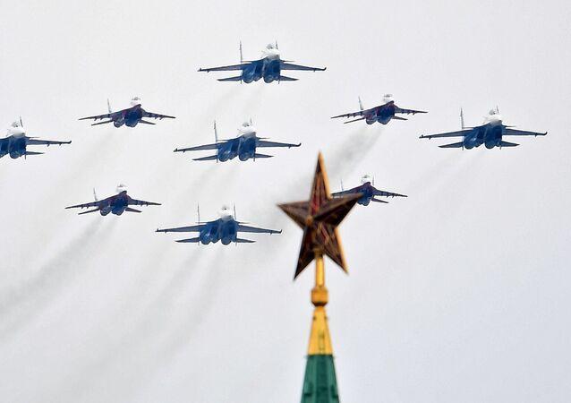 Akrobatické skupiny Ruští rytíři a Striži