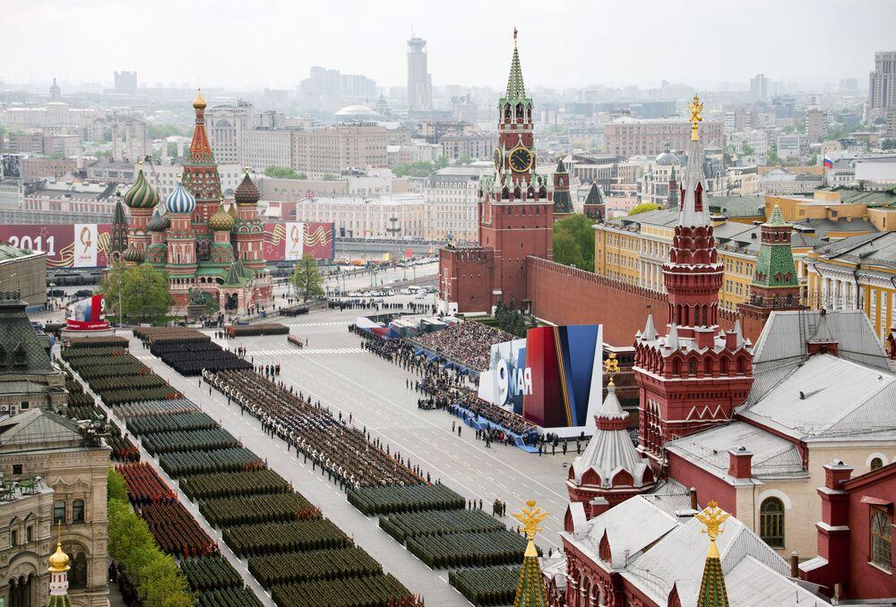 Vojenská přehlídka na Rudém náměstí v Moskvě věnovaná 66. výročí vítězství ve Velké vlastenecké válce.