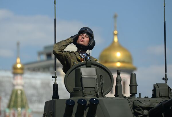 Voják během vojenské přehlídky na Rudém náměstí na počest 71. výročí vítězství. - Sputnik Česká republika