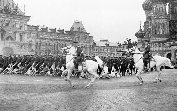 Přehlídka na Rudém náměstí v Moskvě 24. června 1945 - Sputnik Česká republika