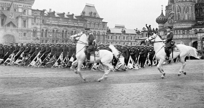 Přehlídka na Rudém náměstí v Moskvě 24. června 1945
