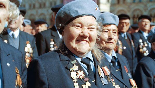 Veteráni Velké vlastenecké války během přehlídky na Rudém náměstí v Moskvě - Sputnik Česká republika