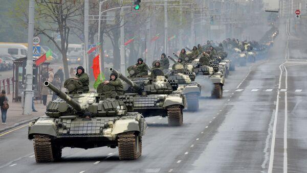 Tanky T-72 na ulicích Minska během zkoušky přehlídky - Sputnik Česká republika