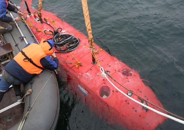 Ruský podvodní robot se ponořil do Mariánského příkopu