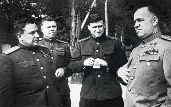 Na cestě k Berlínu. Zprava doleva: Georgij Žukov, Vasilij Sokolovskij, Michail Malinin, Ivan Grišin - Sputnik Česká republika