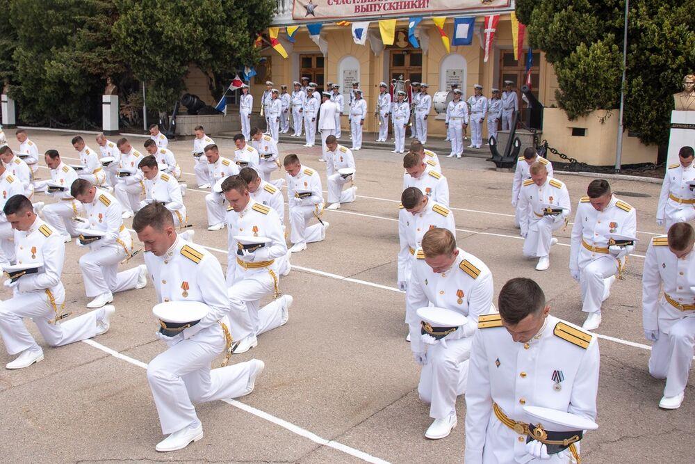 Slavnostní ceremoniál absolventů Nachimovské námořní školy.