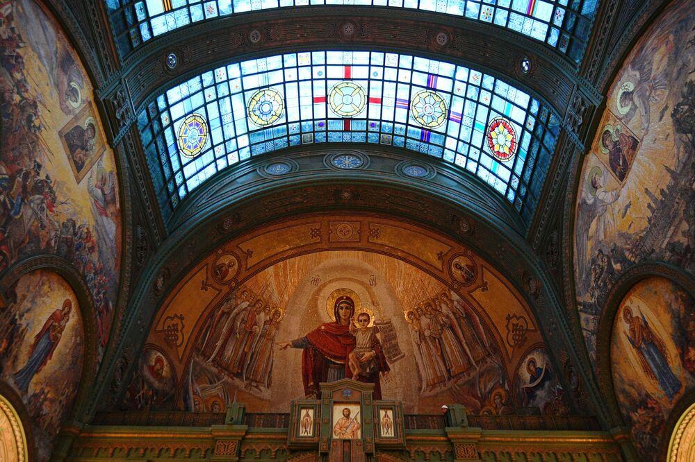Obrazy s náboženskou tematikou na zdích chrámu Ozbrojených sil RF.