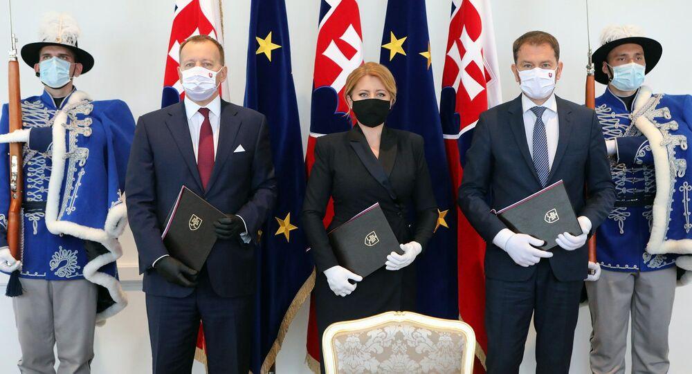 Slovenská prezidentka Zuzana Čaputová, předseda Národní rady Boris Kollár a předseda vlády Igor Matovič po podepsaní společného prohlášení u příležitosti Dne Evropy