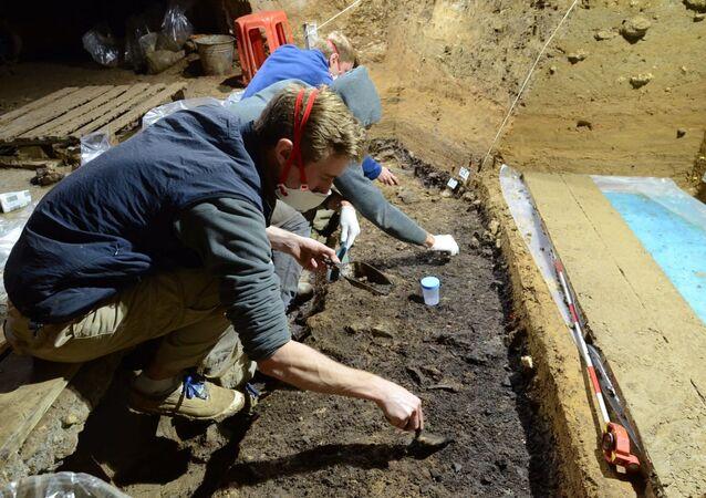 Byly nalezeny kosti nejstarších Homo sapiens v Evropě