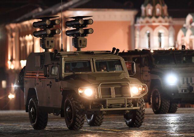 Obrněné auto Tigr s protitankovým raketovým systémem Kornet-D