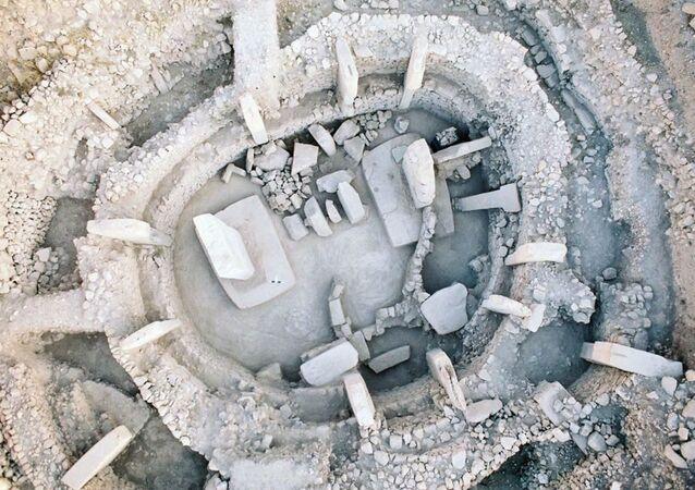 Nejstarší na světě kultovní stavba Göbekli Tepe v Turecku