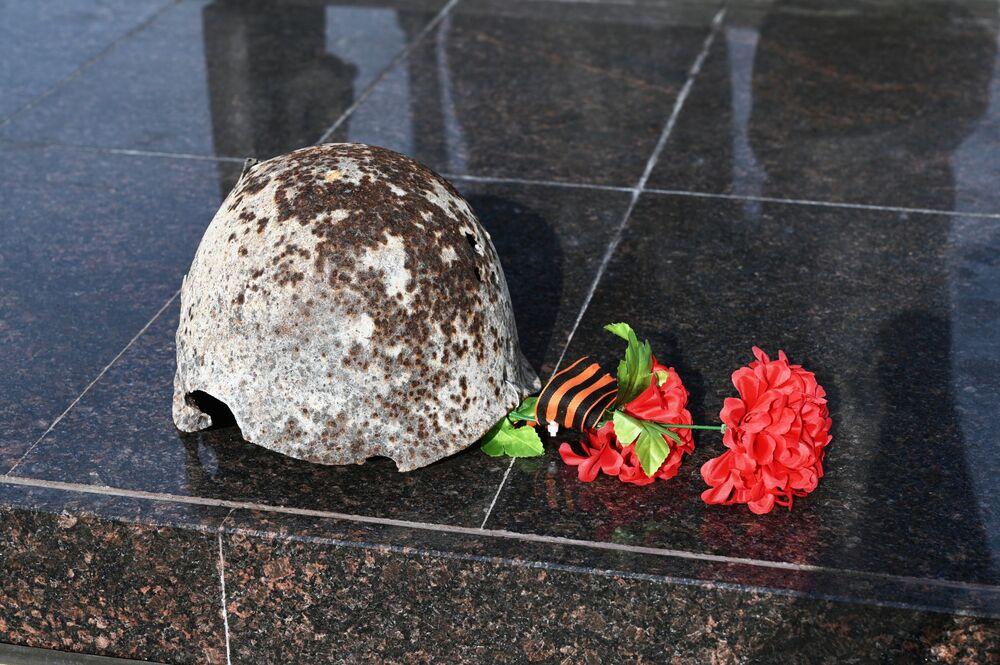 Fragment památníku sovětského vojáka v areálu vojensko-historického muzejního komplexu Sambecké výšiny v Rostovské oblasti.