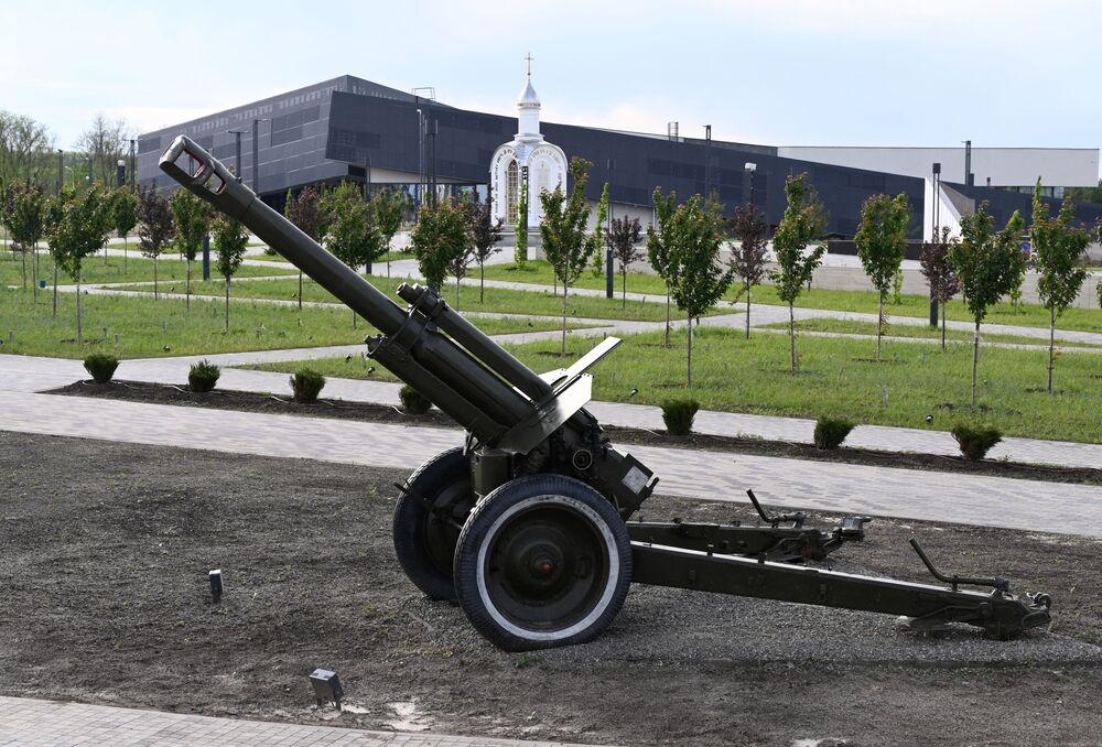 152mm houfnice D1 v areálu vojensko-historického muzejního komplexu Sambecké výšiny v Rostovské oblasti.