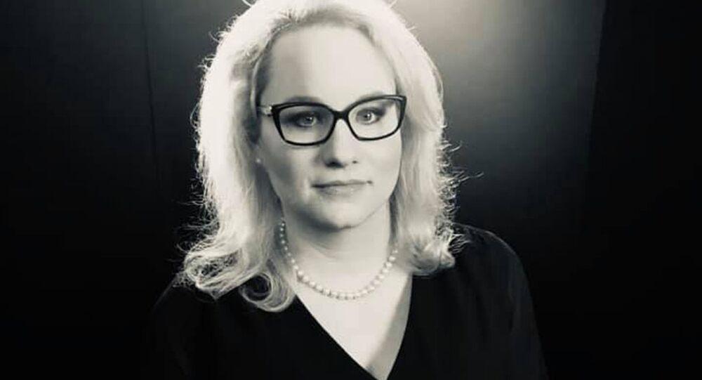 Komentátorka Karolina Stonjeková.
