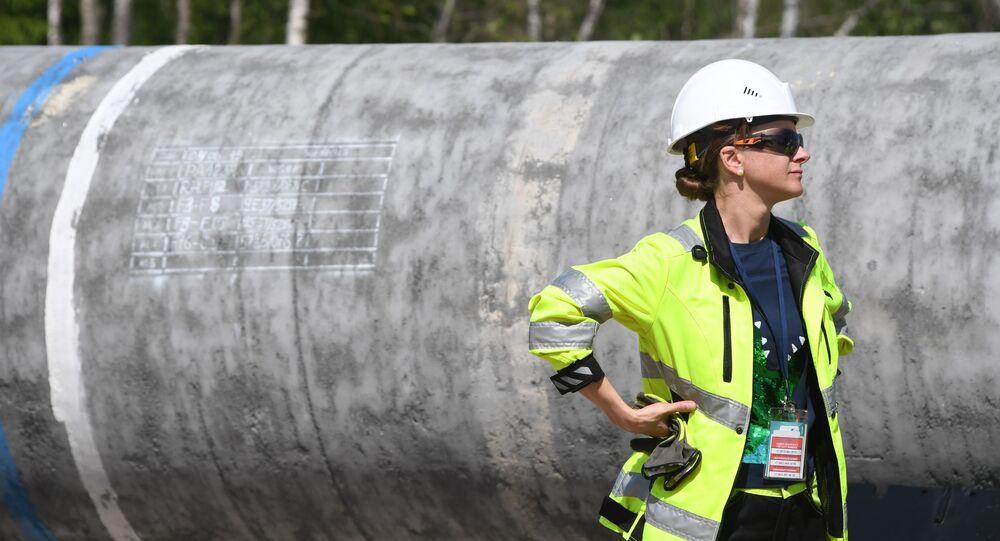 Dělnice na staveništi plynovodu Nord Stream 2 v Rusku