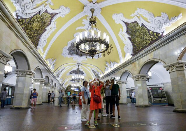 Nejkrásnější a nejpřesnější na světě. Moskevské metro slaví 85. výročí