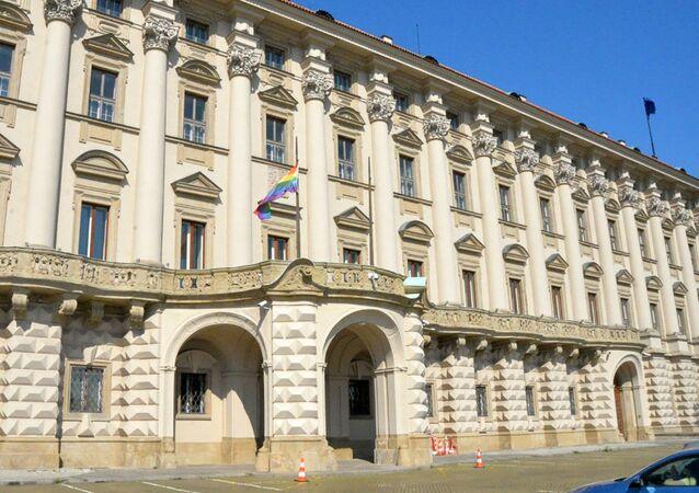 Ministerstvo zahraničních věcí vyvěsilo vlajku LGBT