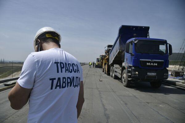 Výstavba nadjezdu Tavrida na Krymu: velký projekt z ptačí perspektivy - Sputnik Česká republika