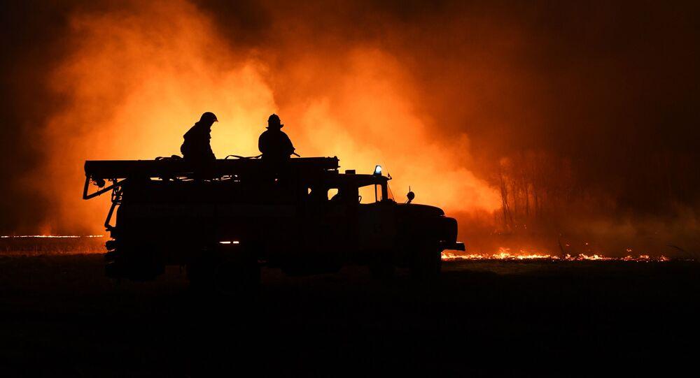 Hasiči hasí požár v Novosibiřské oblasti