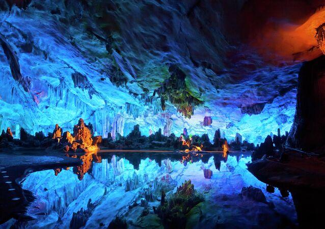 Jeskyně rákosové flétny či Jeskyně Zengpiyan, Čína.