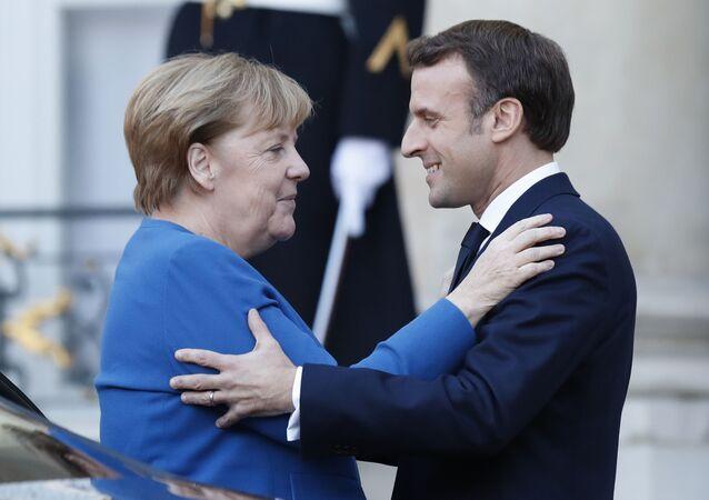 Německá kancléřka Angela Merkelová a francouzský prezident Emmanuel Macron v Paříži