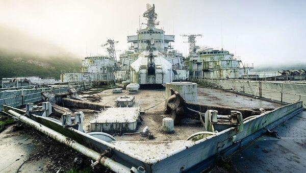 Příďová paluba opuštěné vojenské lodě - Sputnik Česká republika