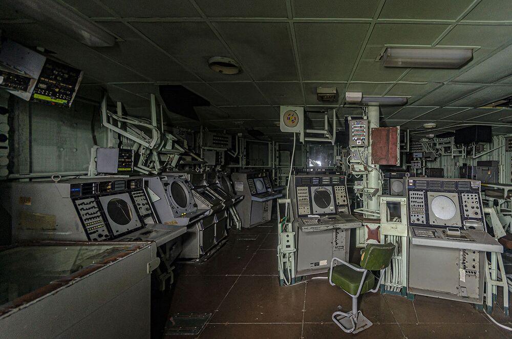 Velitelské středisko opuštěné vojenské lodi