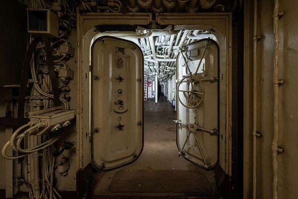 Chodba v podpalubí opuštěné vojenské lod - Sputnik Česká republika