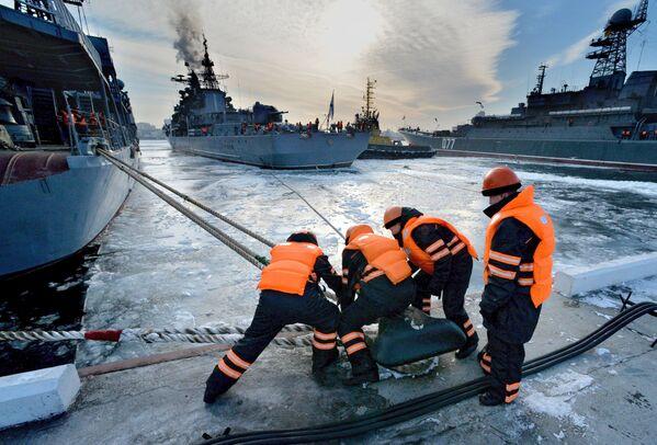Torpédoborce v námořním přístavu ve Vladivostoku - Sputnik Česká republika