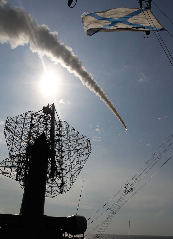 Start rakety S-300 námořní základny Fort z raketového křižníku Varjag - Sputnik Česká republika