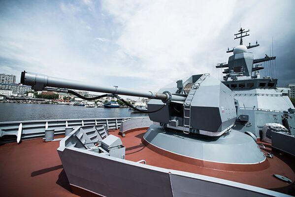 Automatické dělo A-190 na přídi korvety Perfektní. Loď má za cíl hlídkovat, bojovat proti hladinovým lodím a ponorkám nepřítele a také podporovat námořní výsadek v blízké námořní zóně. - Sputnik Česká republika