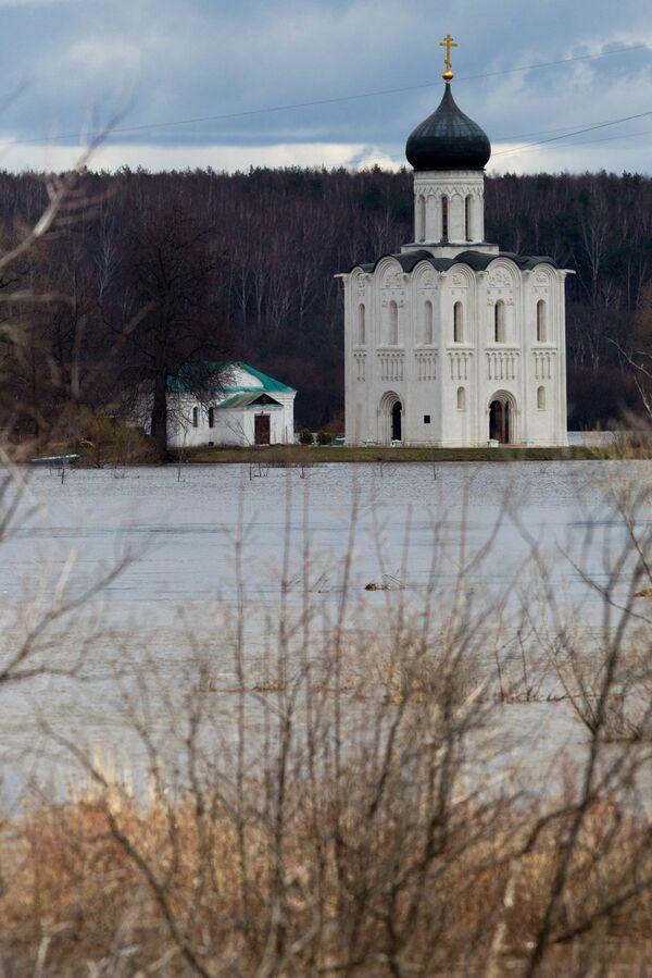Chrám Pokrovu na Něrli ve Vladimirské oblasti - Sputnik Česká republika