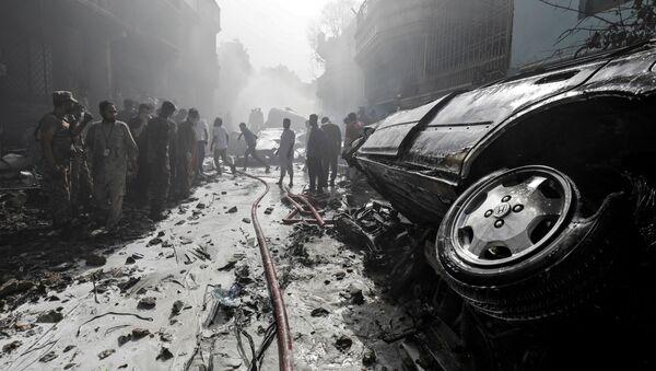 V Karáčí havarovalo osobní letadlo - Sputnik Česká republika