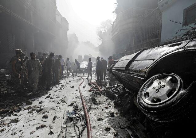 V Karáčí havarovalo osobní letadlo