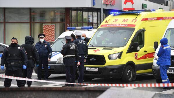 Podle informací ruských bezpečnostních sborů zadržuje únosce v bance v centru Moskvy šest rukojmí. Na místě zasahuje policie.  - Sputnik Česká republika
