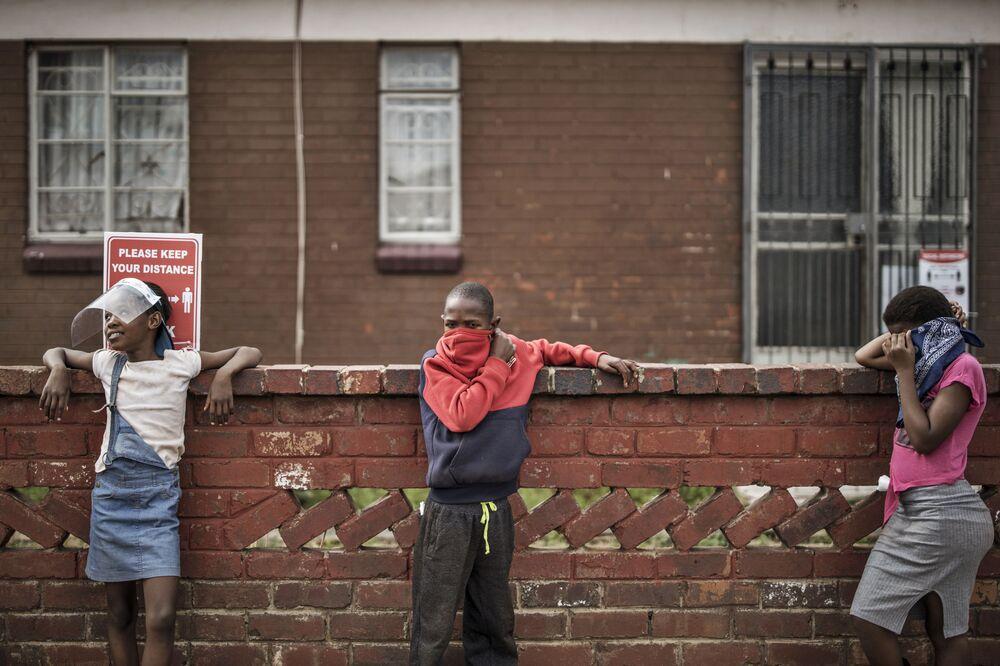 Děti ve frontě na jídlo od charitativní organizace Hunger Has No Religion, Johannesburg