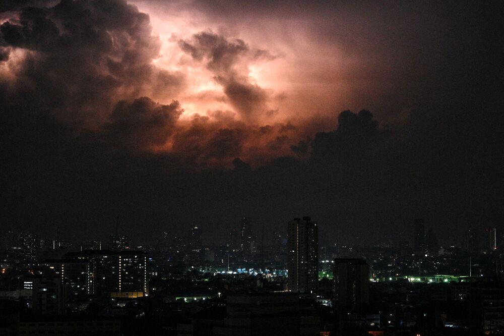 Bouřka nad Manilou, Filipíny