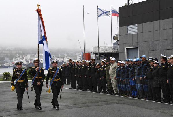 Slavnostní setkání posádky záchranného remorkéru Tichomořského loďstva Fotij Krylov ve Vladivostoku - Sputnik Česká republika