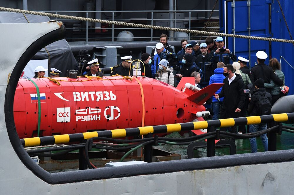 Autonomní ponorka Viťjaz-D během slavnostního ceremoniálu setkání posádky záchranného remorkéru Tichomořského loďstva Fotij Krylov ve Vladivostoku