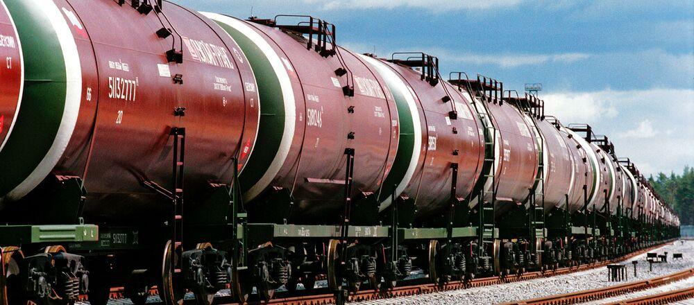 Cisterny s ruskou ropou. Ilustrační foto